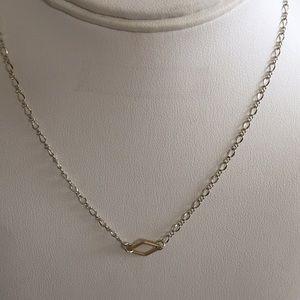 Stifling silver with golden element choker